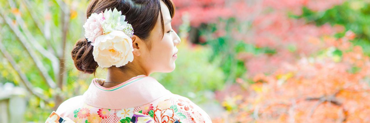 【特集】 成人式の髪飾りは生花で華やかに!ヘアアレンジカタログと注意点 | C CHANNEL - 女子向け動画マガジン