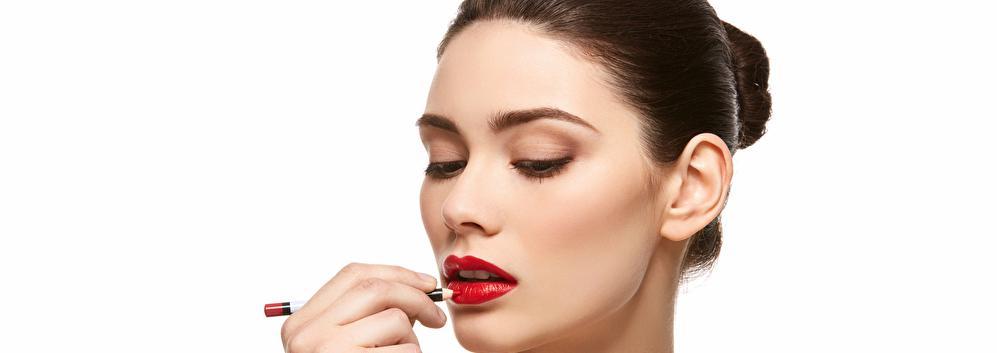 【特集】 上手な口紅の塗り方|失敗知らずの基本から印象別リップテクまで | C CHANNEL - 女子向け動画マガジン