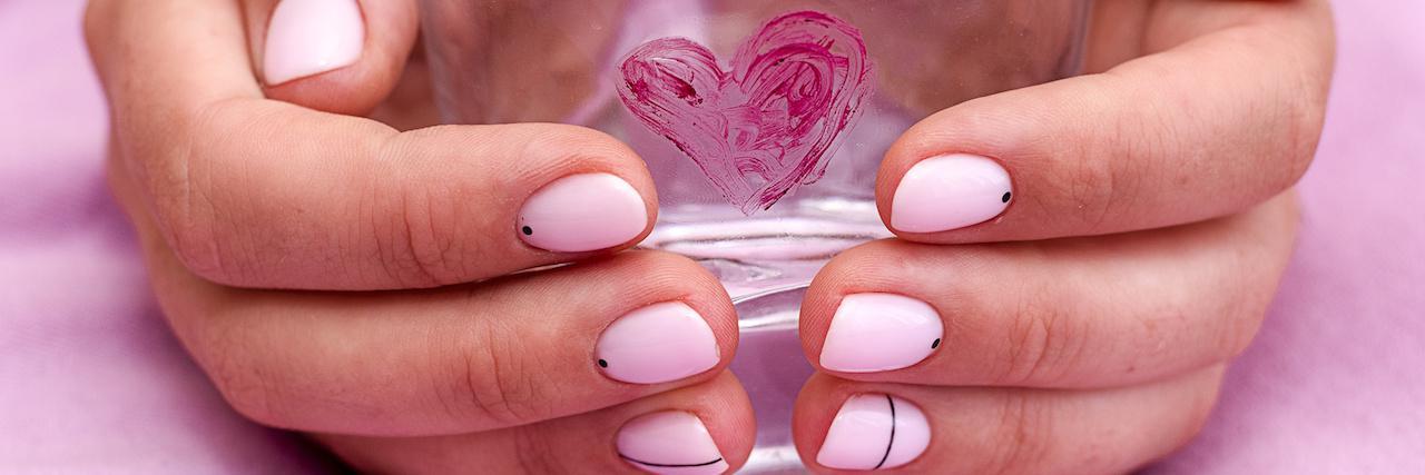 【特集】 バレンタインネイルのデザイン36選!セルフでできるデザインも♡ | C CHANNEL - 女子向け動画マガジン