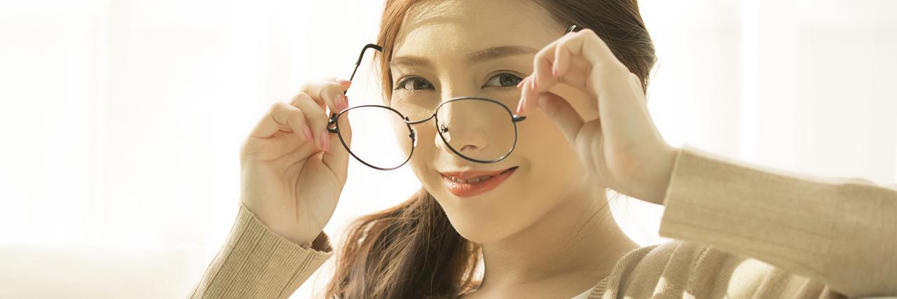 =【印象別】面長さんに似合うメガネの選び方!お悩みカバーも◎