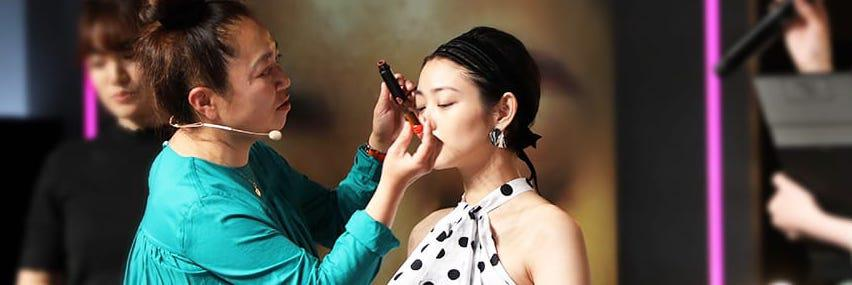 【特集】 「Beautycon Tokyo」木部明美 夏のカラーメイク | C CHANNEL - 女子向け動画マガジン