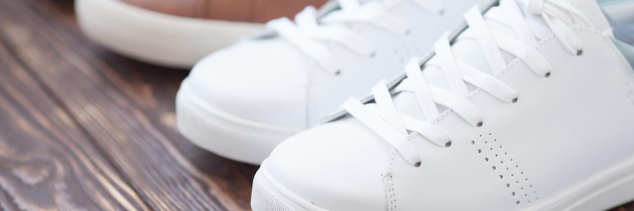 【特集】 汚れたスニーカー白くする!身近なアイテムを使った洗い方4選 | C CHANNEL - 女子向け動画マガジン