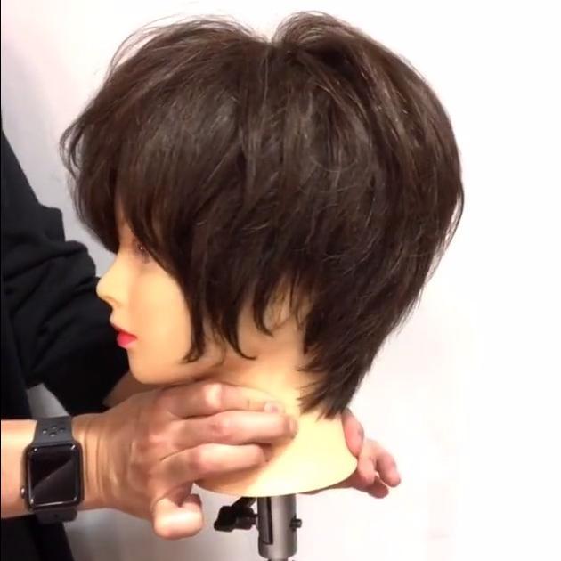ショートヘアをストレートアイロンでアレンジ 簡単ヘアテク17選 C